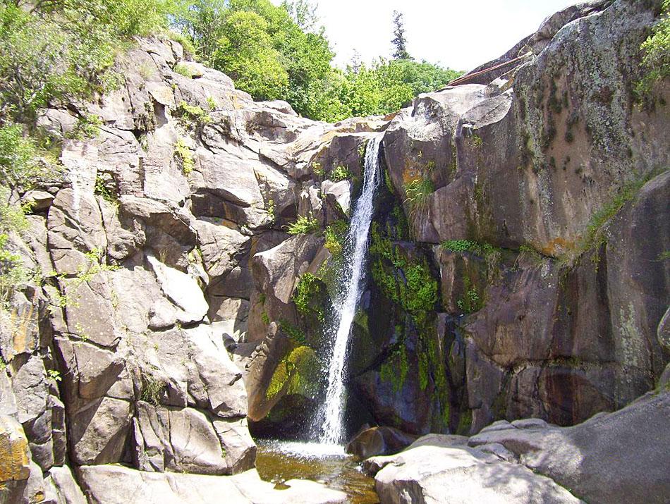 Balnearios y cascadas en valle de punilla tanti valle de for Piletas naturales argentina